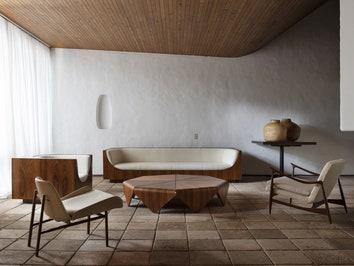 Выставка мебели Хорхе Зальзупина в его доме в Сан-Паулу