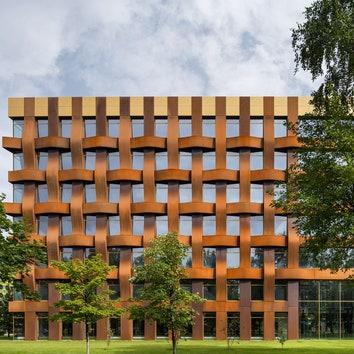 Офисное здание по проекту Сергея Чобана в Санкт-Петербурге