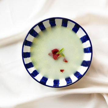 Дело вкуса: холодный суп с дыней, кедровыми орехами и ветчиной