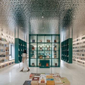 Книжный магазин с эффектным двором в Китае