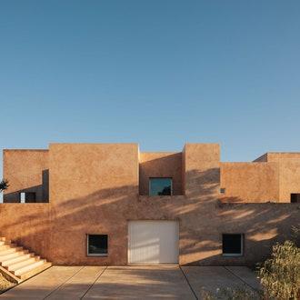Casa Azul: минималистский дом с бассейном в Португалии