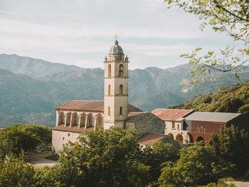 Восстановленный монастырь на Корсике