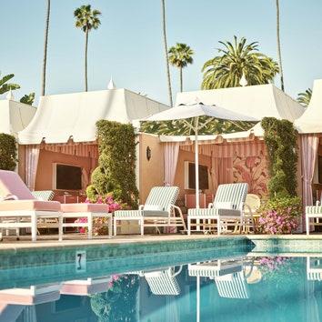 Ретрообстановка в бассейне отеля Beverly Hills