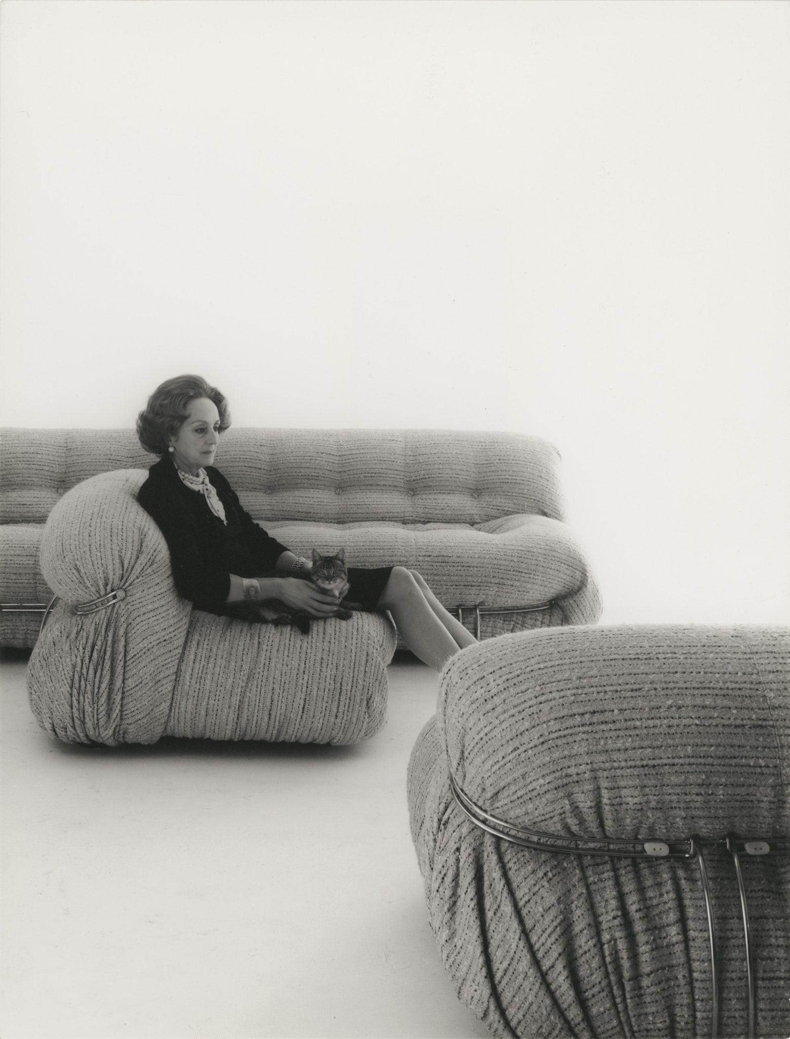 Soriana         Cassina      .     1982.      1971 .