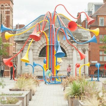 Интерактивная инсталляция Юри Судзуки в центре Лондона