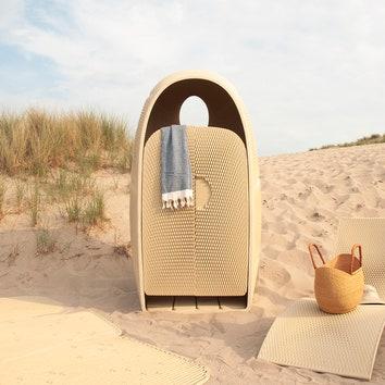 Пляжная мебель из переработанных пластиковых отходов от The New Raw