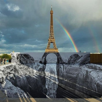 Скальный разлом у основания Эйфелевой башни от художника JR