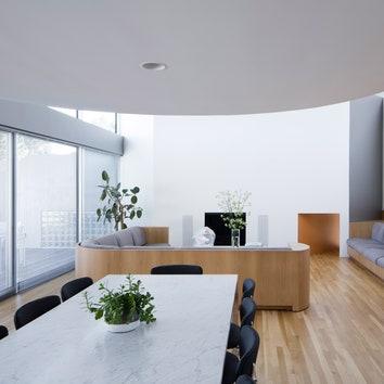 Деликатный редизайн модернистского дома в пригороде Нью-Йорка