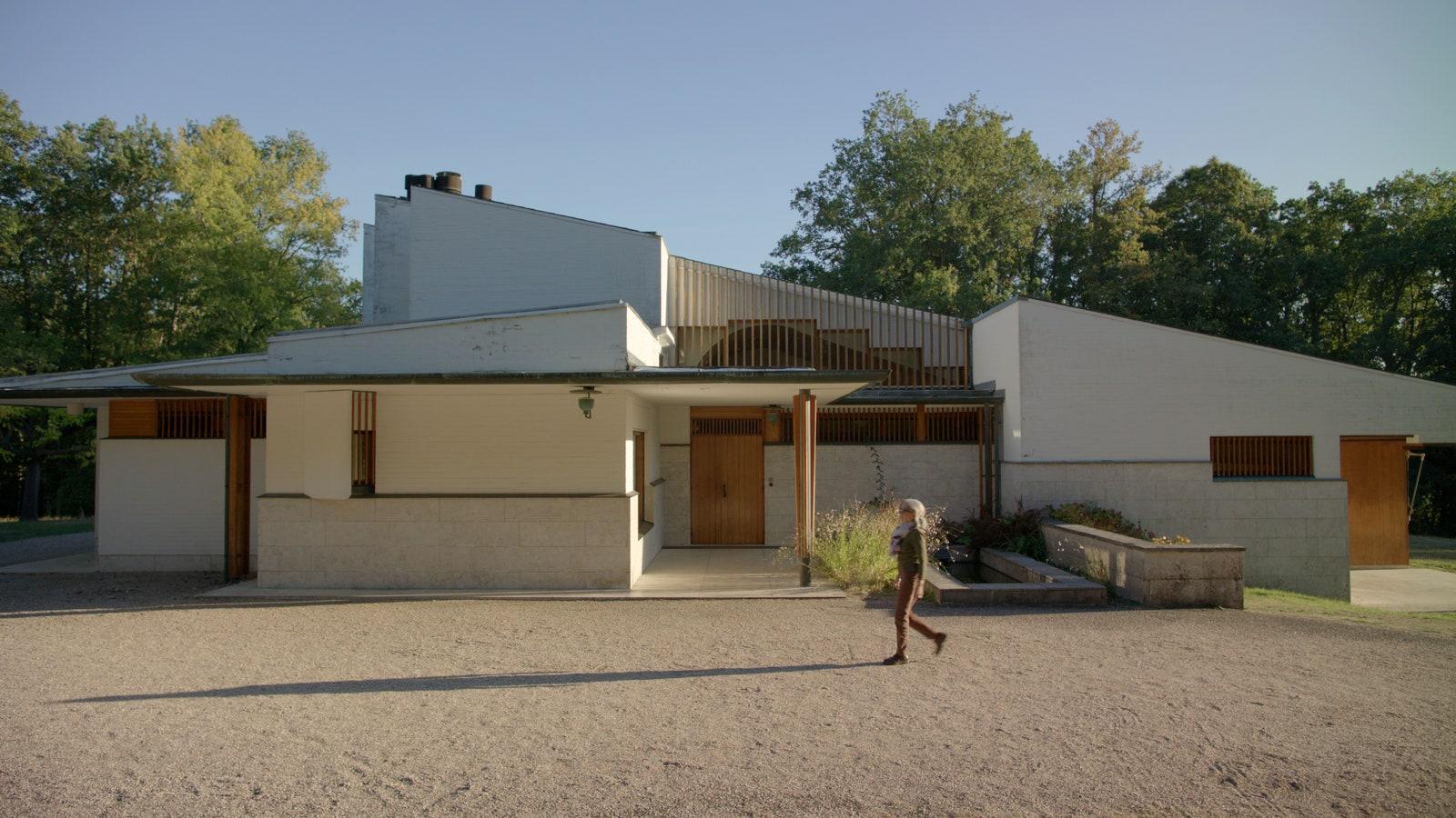 Maison Louis Carr  .