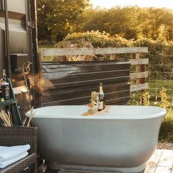 Вдохновение на неделю: ванные и душевые на открытом воздухе