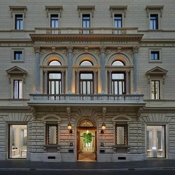 Новый магазин Apple в здании исторического палаццо в Риме