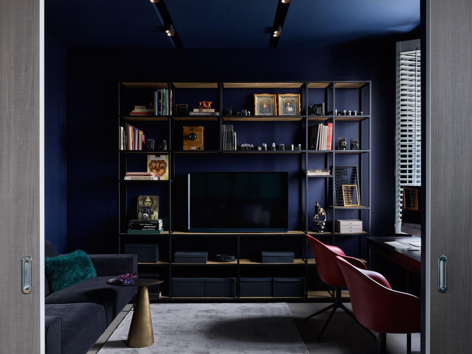 .  Sits      Barcelona Design  BoConcept.