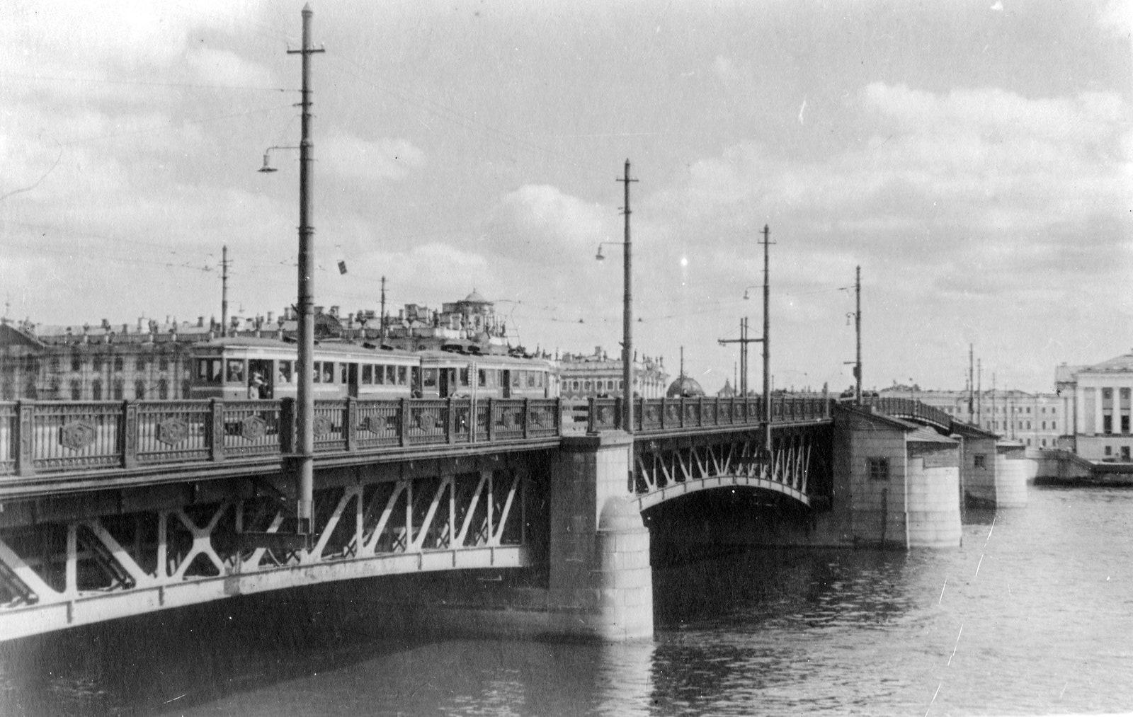 1946 .