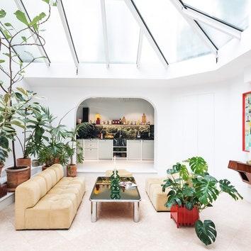 Офис креативного агентства с домашней атмосферой в Париже