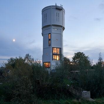 Жилой дом в здании старой водонапорной башни в Нидерландах