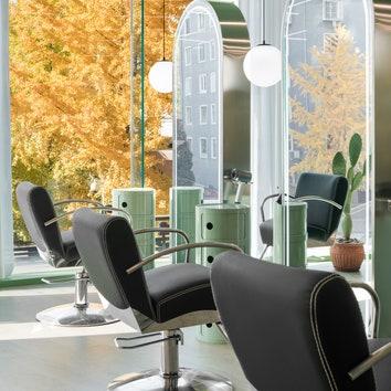 Ярко-зеленый интерьер парикмахерской в Пекине