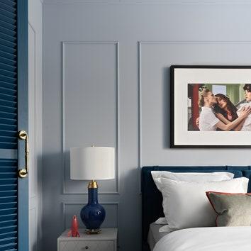 Фрагмент спальни. Дверь вгардеробные изготовлена поэскизам дизайнера.