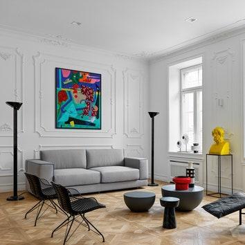 Монохромная квартира с искусством в Санкт-Петербурге