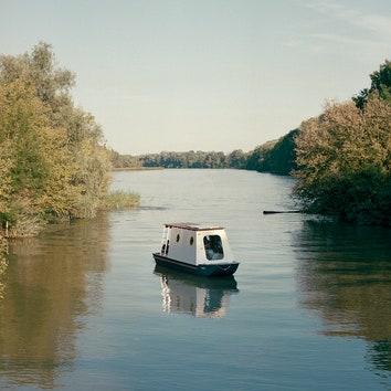 Дом-лодка на озере Тиса