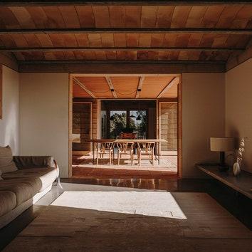 Дом из бетона, камней и терракоты в Испании