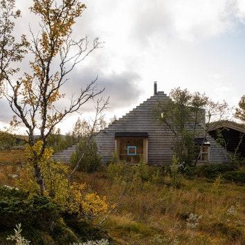Деревянная хижина со ступенчатым фасадом в Норвегии