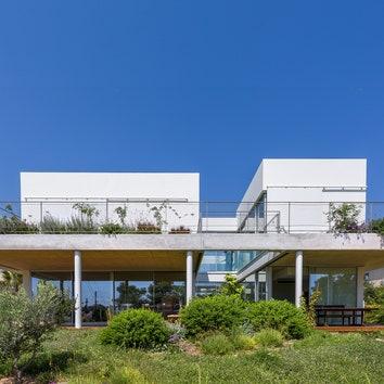 Дом с зелеными террасами в Никосии