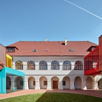 Школа на месте бывшего дома священника в Чехии