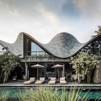 Вилла с волнистой крышей на Бали