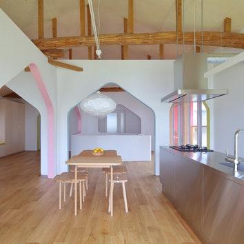 Дом с цветными арками в Японии, 230 м²