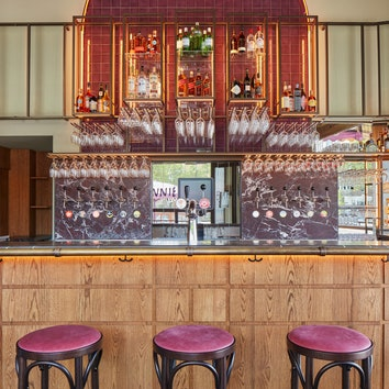 Обновленный бар со столетней историей в Амстердаме