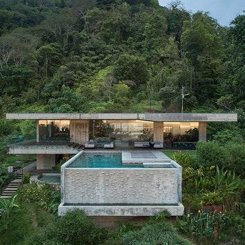 Бетонная вилла с бассейном в Коста-Рике