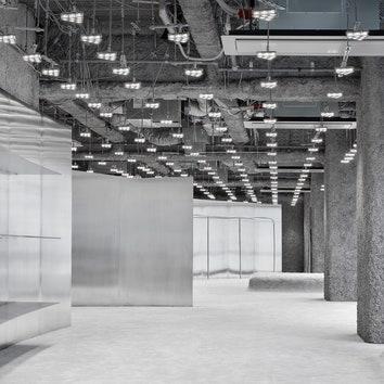 Минималистский шоурум Acne Studios в серебристых тонах