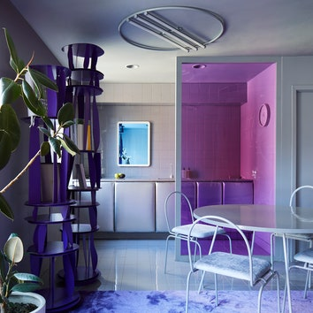 Двухуровневая квартира в пурпурных тонах дизайнера Гарри Нуриева