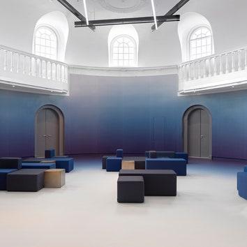 Классическая архитектура и современная отделка в культурном центре в Амстердаме