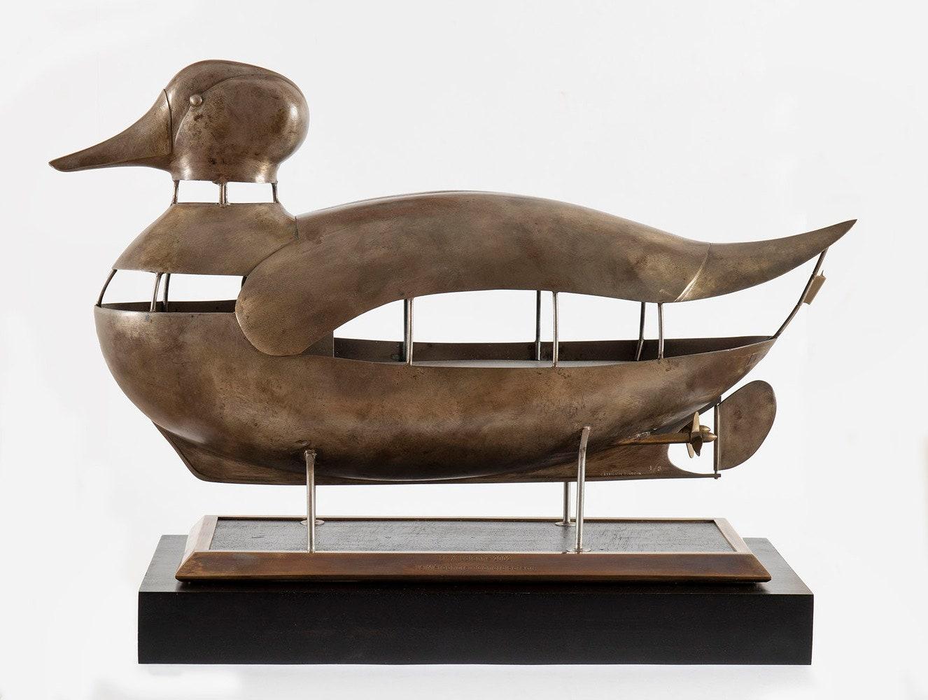 Le Mtaphore  2002   .  318 x 533 x 165    18  4 E.A.  FXL   Le Mtaphore Clementi Fondeur 18.  Helene Bailly.  260 000.