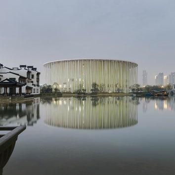 Бамбуковый лес: театр с необычным фасадом в Китае