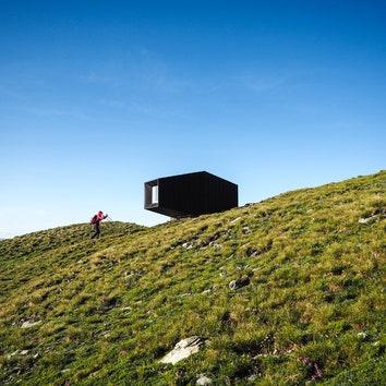 Горное убежище в память об альпинисте