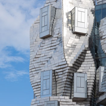 Башня Luma в Арле по проекту Фрэнка Гери почти достроена