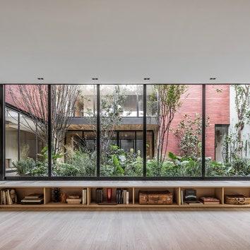 Дом с внутренним садом по проекту Гектора Эсраве