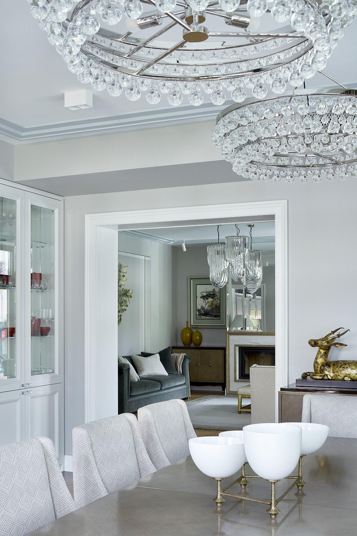 .   Robert Abbey  Roche Bobois  Vanguard Furniture      Kelli Global Views.         .