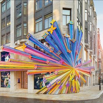 Обновленный бутик Louis Vuitton с инсталляцией от Питера Марино в Лондоне