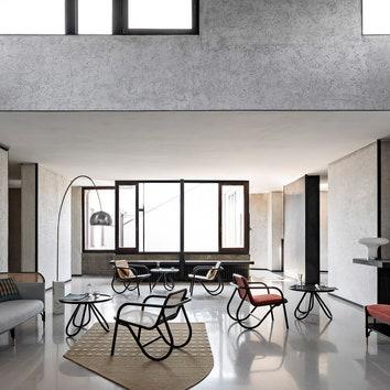 Кресло по дизайну Майкла Анастасиадиса для Gebrüder Thonet Vienna