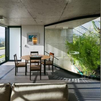 В контакте с природой: дом со стеклянными стенами в Бразилии