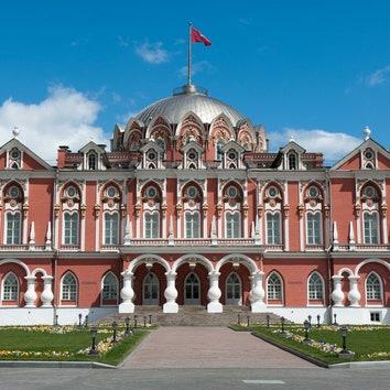 Усадьбы Москвы в деталях: история Петровского путевого дворца и архивные фотографии