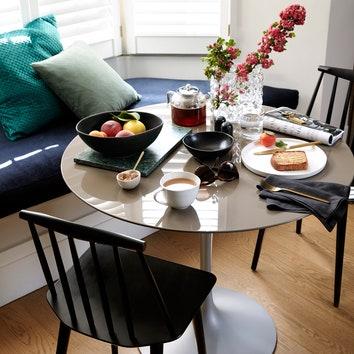 Новая коллекция H&M Home в интерьере дома Поппи Делевинь