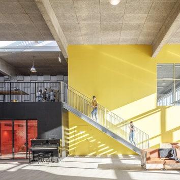MVRDV и COBE завершили строительство школы для взрослых в рамках фестиваля Roskilde в Дании