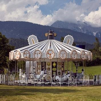 Инсталляция-карусель по проекту Хайме Айона для Swarovski