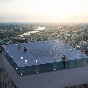 Первый в мире панорамный инфинити-бассейн на крыше небоскреба в Лондоне