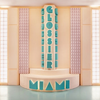 Жизнь в розовом цвете: новый поп-ап-бутик Glossier в Майами