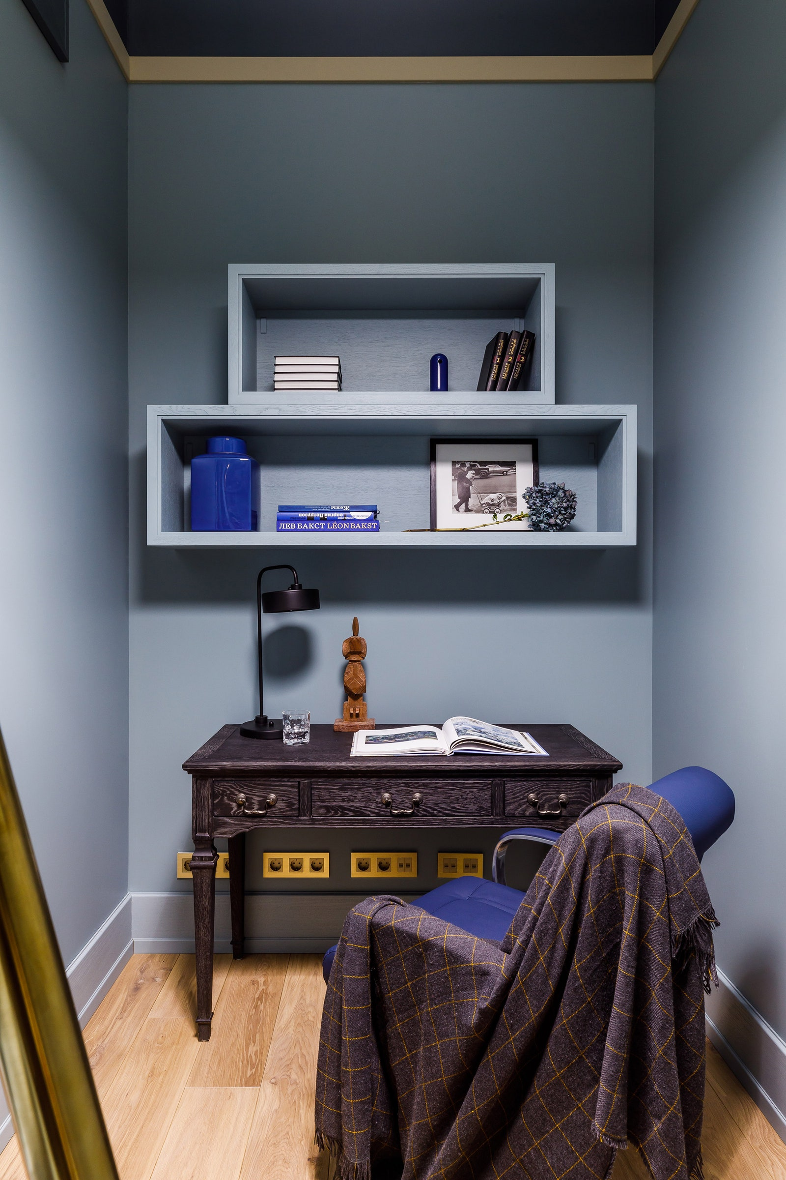 Curation Limited.      .  .    Interno.
